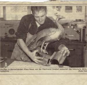 """Der """"Pfauen"""" erhält einen neuen Kupfersockel 1988"""